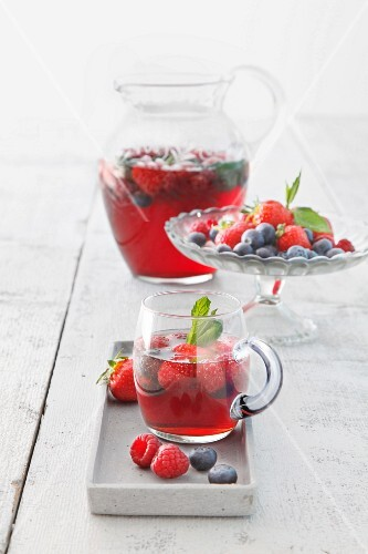 Berry punch and fresh berries