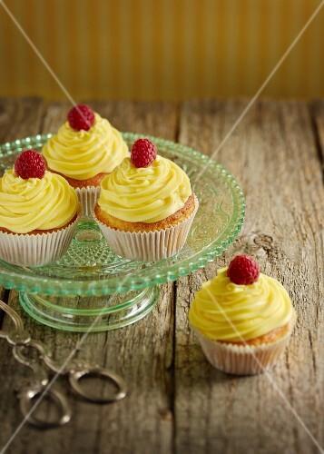 Lemon cupcakes with raspberries