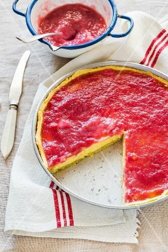 Rhubarb and vanilla pudding crostata, sliced