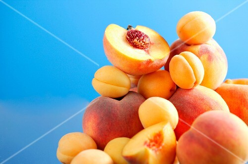 A stack of peaches and apricots