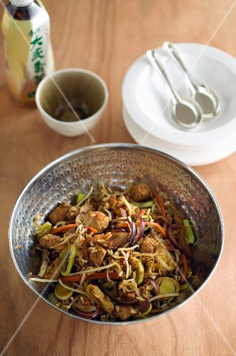 Beef with vegetables and bean sprouts (Thailand)