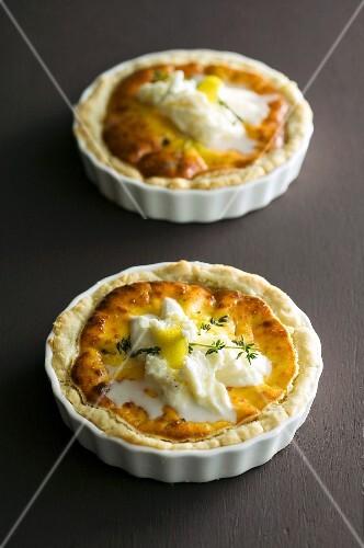 Mini cheese tartlets with crème fraîche