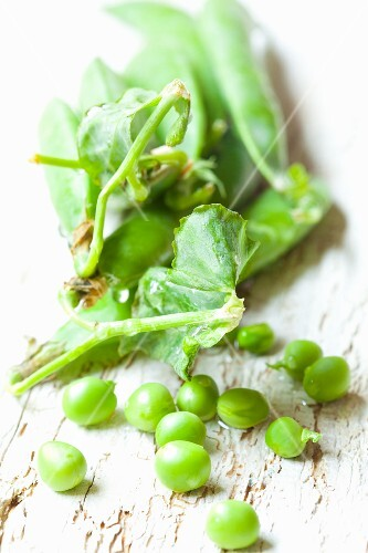 Peas with pods and leaves