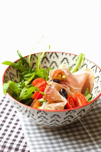Chicory salad with cherry tomatoes, Prosciutto and balsamic vinegar