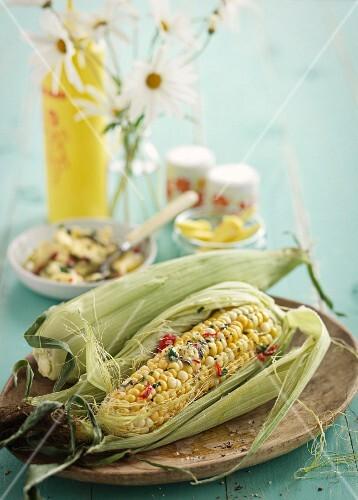 Maiskolben mit Chili-Kräuter-Butter