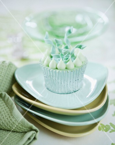 An elegant cupcake decorated with curly fondant ribbons