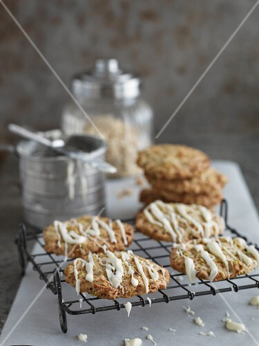 Pistachio biscuits with white chocolate glaze