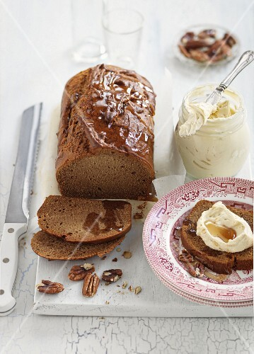 Gingerbread with clotted cream and pecan nuts