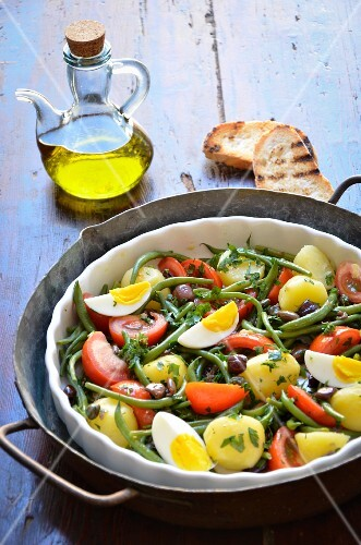 Salade Nicoise (vegetable salad with fish and egg, France)