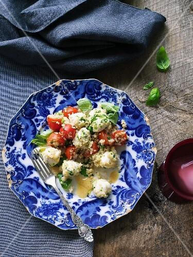 Quinoa salad with tomatoes and mozzarella