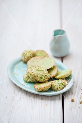 Tea biscuits with sesame seeds