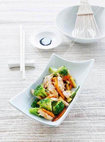 Stir-fried chicken breast with broccoli