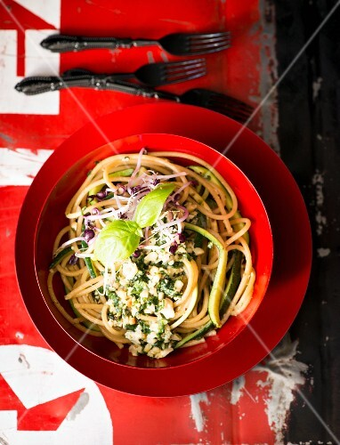 Spaghettis with pesto
