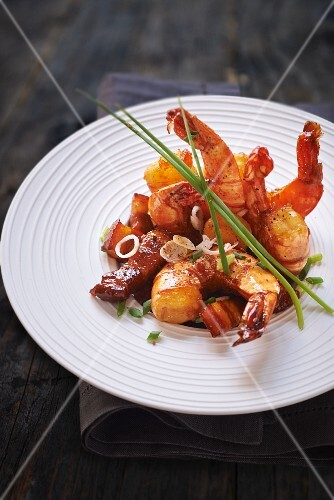 Fried prawns with bacon and chives