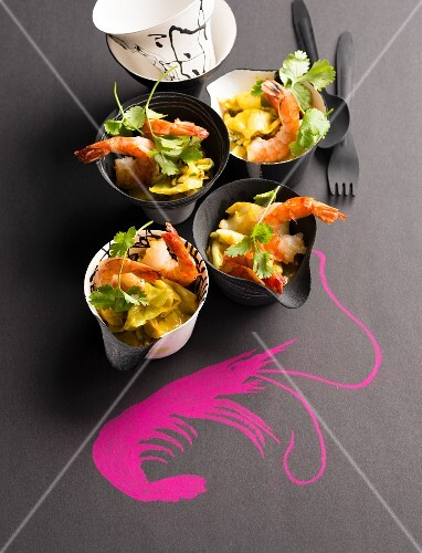 Pointed cabbage curry with prawns