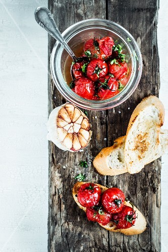 Crostini with balsamic tomatoes