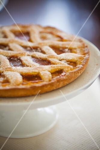 Crostata di albicocche (apricot jam lattice tart, Italy)