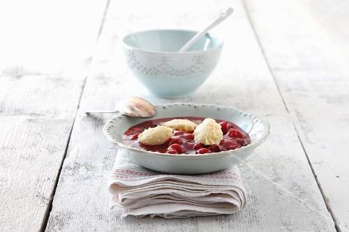 Fruit soup with semolina dumplings