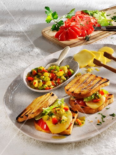 Grilled cornbread sandwiches with beefsteak tomatoes and scamorza