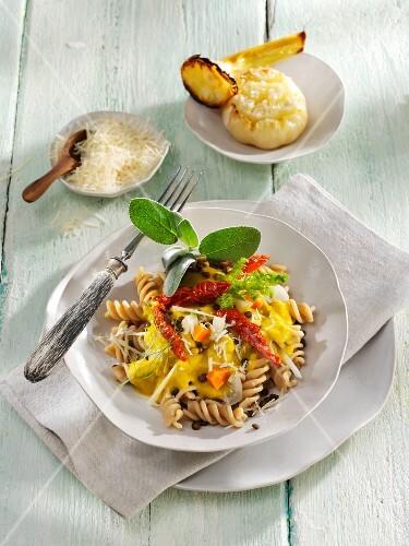 Wholemeal fusilli pasta with beluga lentils and roasted garlic