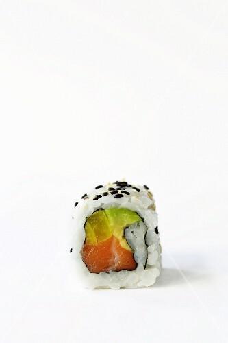 Ura-Maki mit Lachs, Rettich und Avocado
