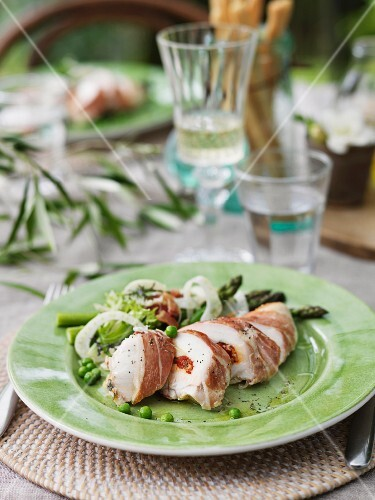 Chicken breast wrapped in Prosciutto with asparagus