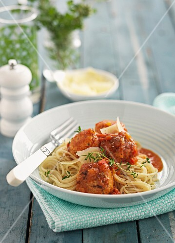 Chicken meatballs with tomato sauce and tagliatelle