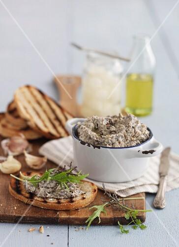 Grilled bread with mushroom pâté