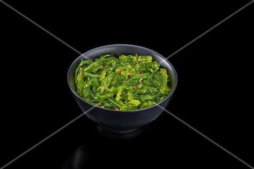 Algae salad in a black bowl (Japan)