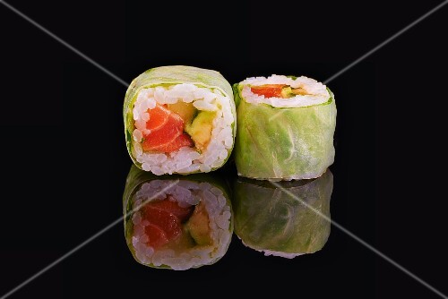 Lettuce rolls with salmon and avocado