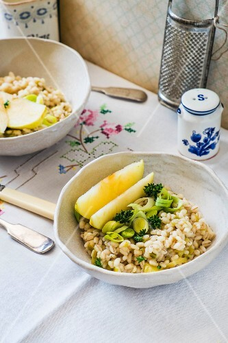 Barley with leek and apple