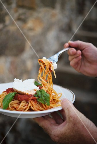 Spaghetti with tomato sauce from the Anna Tasca Lanza cooking school