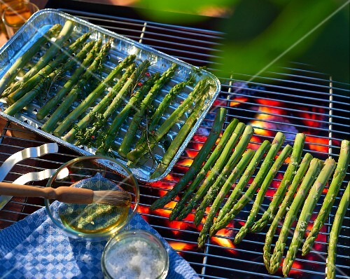 Asparagus on a barbecue