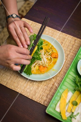 Pancake rolls with prawns (Vietnam)