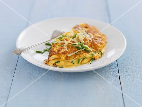 Omelette with cheese and chives