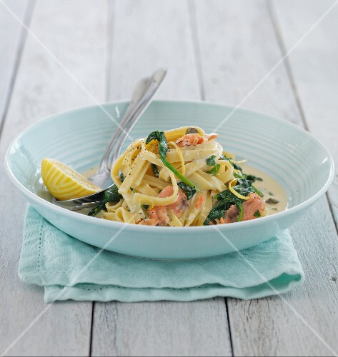 Tagliatelle with salmon and spinach
