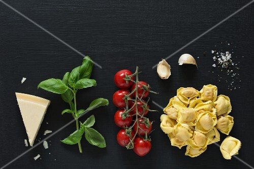 Ingredients for tortellini with tomato sauce