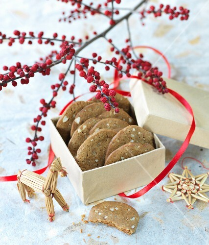 Brunkager (gingerbread biscuits made with beet juice and almonds, Denmark)