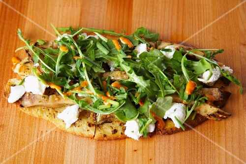 unleavened bread with goat's cheese, aubergines and rocket