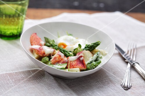 Lobster with green asparagus and poached egg
