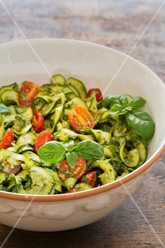 Courgette salad with pesto and tomatoes