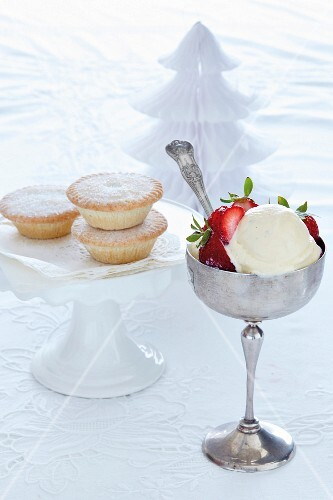 Mince pies and eggnog ice cream as Christmas desserts