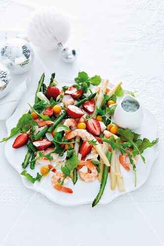 Prawn salad with asparagus, strawberries, physalis and a coconut dressing