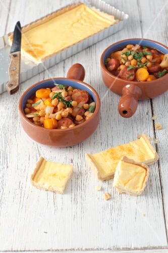 Chickpea and sausage goulash with slices of egg and cream quiche