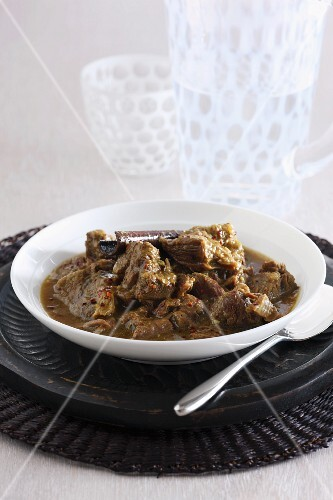 Spicy beef ragout with cinnamon and chilli