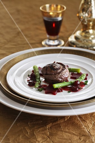 Beef roulade with beetroot stars and green asparagus