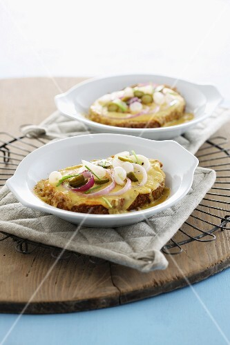 Slices of bread topped with melted Limburg cheese and onions