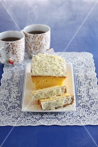 Sponge cake with white chocolate
