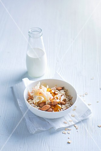 Apple muesli with almonds