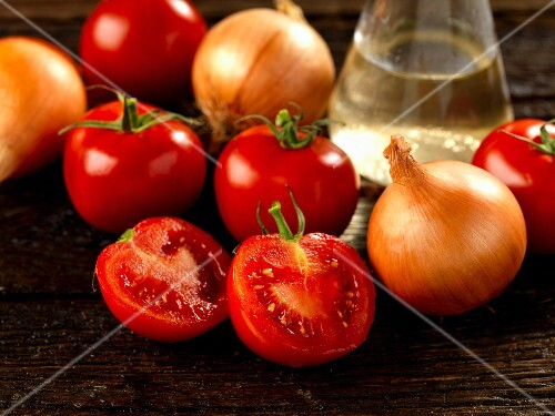 Tomatoes, onions and white wine vinegar